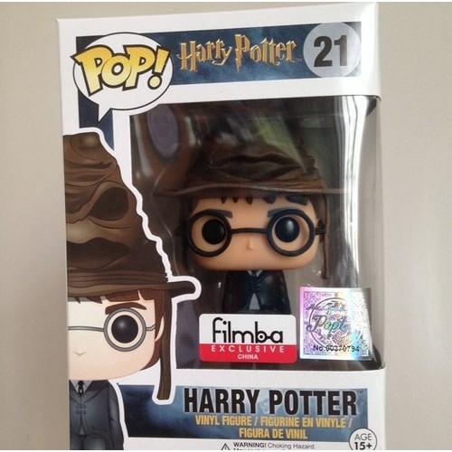 Гарри Поттер в Распределяющей шляпе, оригинал
